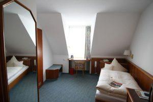 Einzelzimmer-300x200